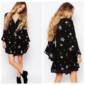 Free People Jasmine Embroidered Dress size 8 embroidered floral bell sleeve